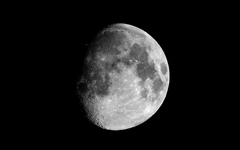 High-resolution desktop wallpaper Waxing Gibbous Moon by chickenwire