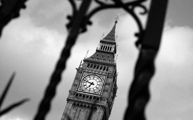 High-resolution desktop wallpaper Big Ben Through Fence by Alan Darmody