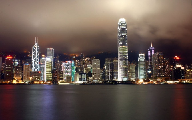 High-resolution desktop wallpaper Hong Kong by Night by Stephen Lee Komoroczy