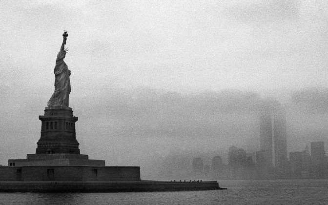 High-resolution desktop wallpaper City of Liberty by nearthewater