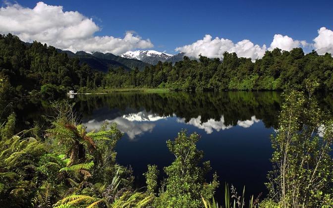 High-resolution desktop wallpaper Lake Mapourika, New Zealand by SkyHigh