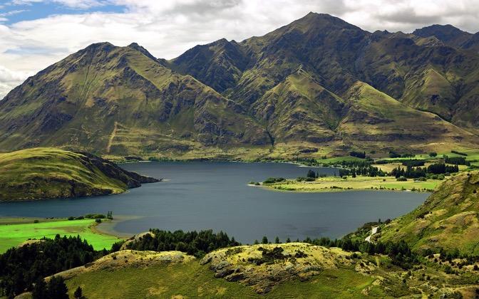 High-resolution desktop wallpaper Lake Wanaka, New Zealand by SkyHigh