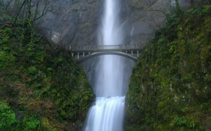 High-resolution desktop wallpaper Multnomah Falls by Lyle Krannichfeld