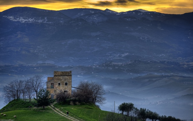 High-resolution desktop wallpaper Lonesome House by Giovanni Di Gregorio