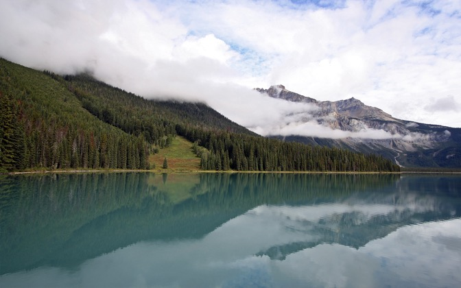 High-resolution desktop wallpaper Emerald Lake Mist by DAvE23
