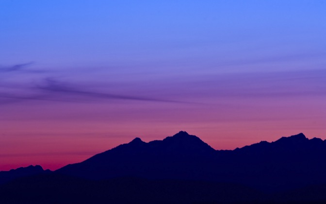 High-resolution desktop wallpaper Mountain Silhouette by Jeffery Hayes