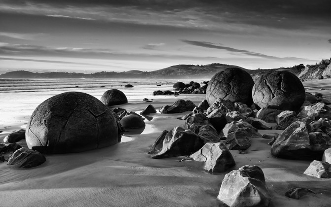 High-resolution desktop wallpaper Planet Moeraki by Chris Gin