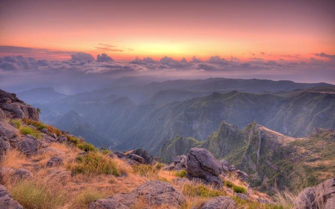 High-resolution desktop wallpaper Sunrise in Areeiro by MasterChief