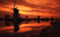 High-resolution desktop wallpaper Kinderdijk Sunset by Philipp Klinger