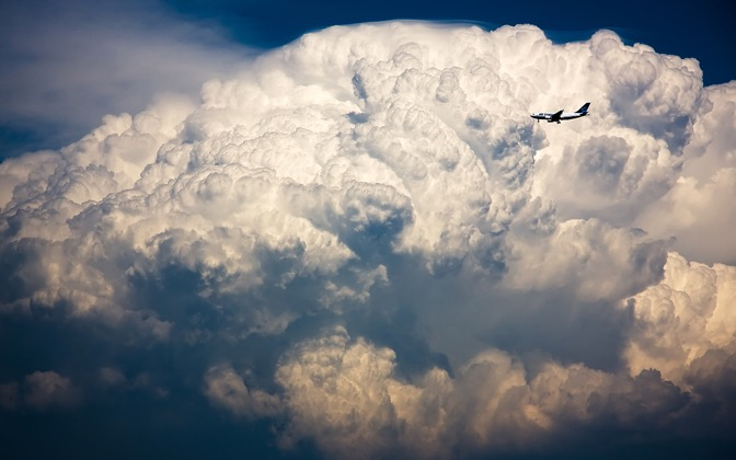 High-resolution desktop wallpaper Air Transat vs Storm Cloud by Philippe Clairo