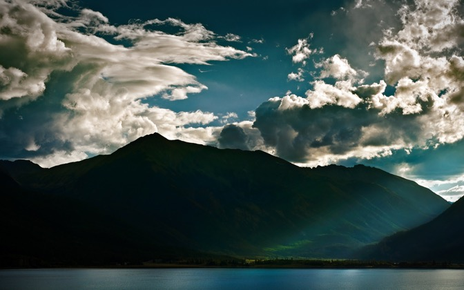 High-resolution desktop wallpaper Rocky Mountain Light Ray by Zaitz