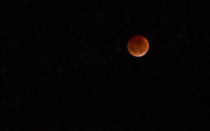 High-resolution desktop wallpaper Lunar Eclipse with Stars by Neocane