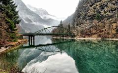 High-resolution desktop wallpaper Mountain Lake Reflection by maverikke
