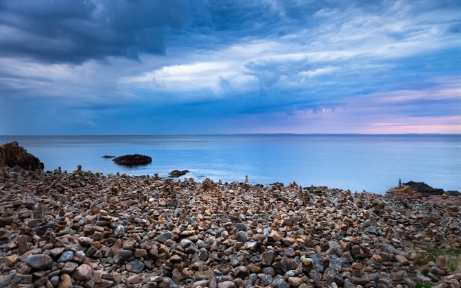 High-resolution desktop wallpaper Pebble Piles by Lowe Rehnberg