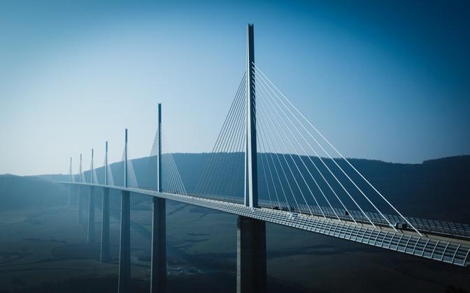 High-resolution desktop wallpaper Crossing the Gap by GJvdH