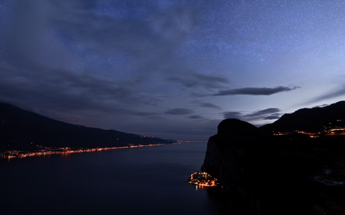 High-resolution desktop wallpaper Lake Garda with Milky Way by Jonathan Besler