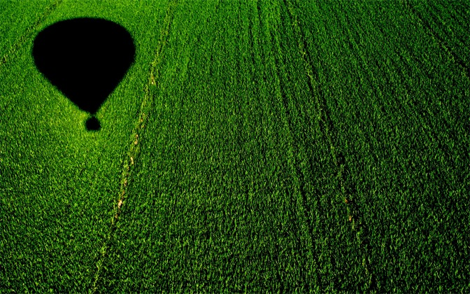 High-resolution desktop wallpaper Balloon over a Cornfield by vivin