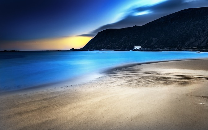 High-resolution desktop wallpaper Light Blue Night by Lowe Rehnberg