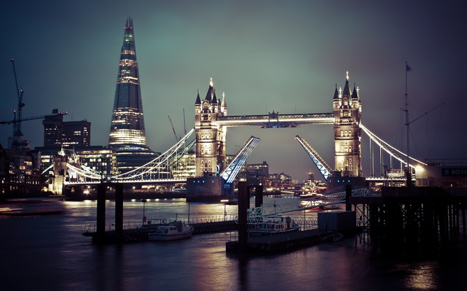 High-resolution desktop wallpaper London Calling by JoJoJohnDoe