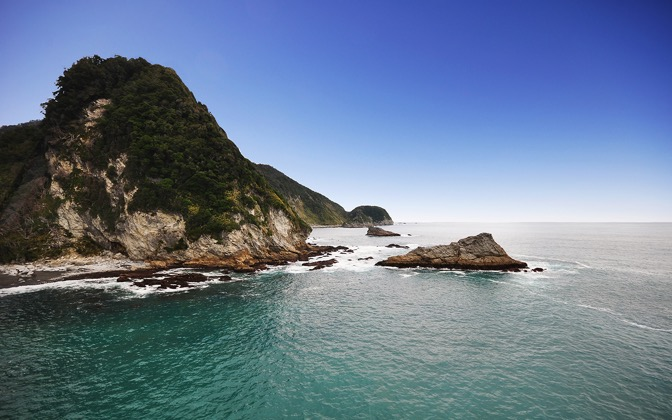 High-resolution desktop wallpaper NZ Coastline by Robin Kamp
