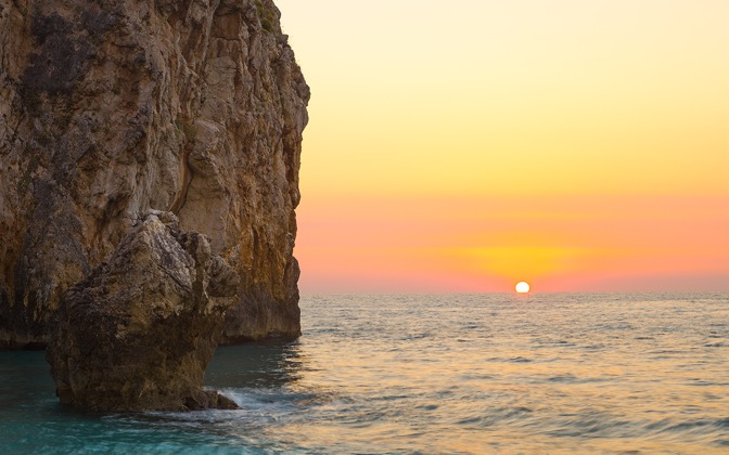 High-resolution desktop wallpaper Mediterranean Sun by Lowe Rehnberg