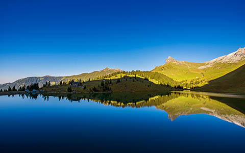 High-resolution desktop wallpaper Mountain Lake Idyll by Dominic Kamp