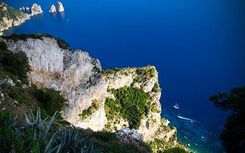 High-resolution desktop wallpaper Capri Edge by Daiken