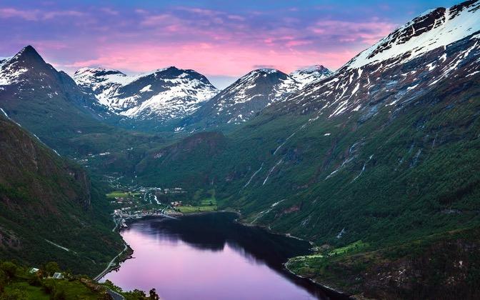 High-resolution desktop wallpaper End of the Fjord by Lowe Rehnberg