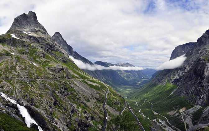 High-resolution desktop wallpaper Trollstigen by cybermonkey