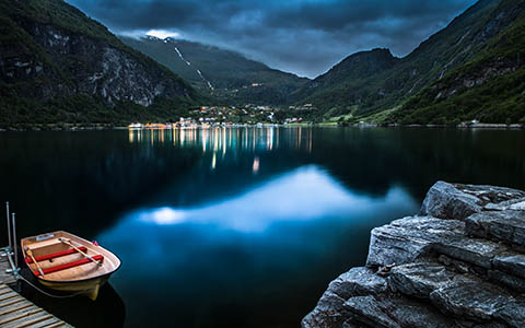 High-resolution desktop wallpaper Geiranger at Night by Lowe Rehnberg