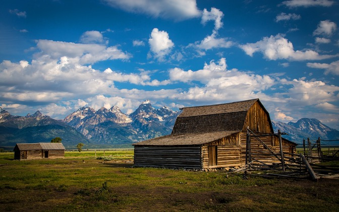 High-resolution desktop wallpaper The Barn by Robert Bynum