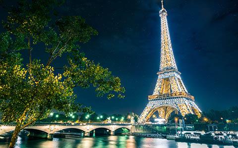 High-resolution desktop wallpaper Magical Paris by Lowe Rehnberg