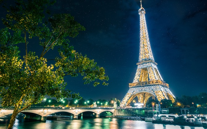 High-resolution desktop wallpaper Magical Paris by Lowe Rehnberg