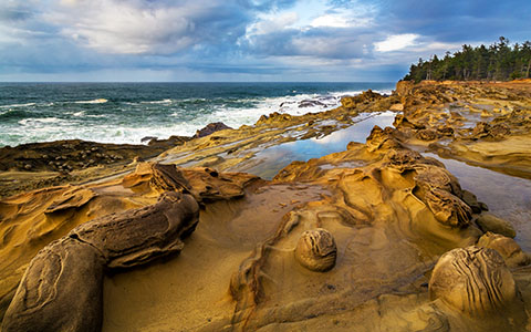 High-resolution desktop wallpaper Concretion Cliffs by Robert Bynum