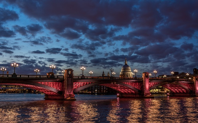 High-resolution desktop wallpaper London Skies by Kosta Stoenchev