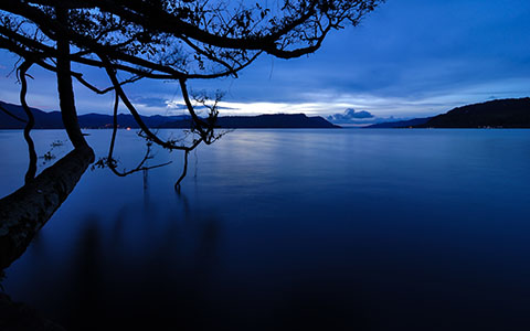 High-resolution desktop wallpaper Dawn on Lake Toba by Daniel Jiang