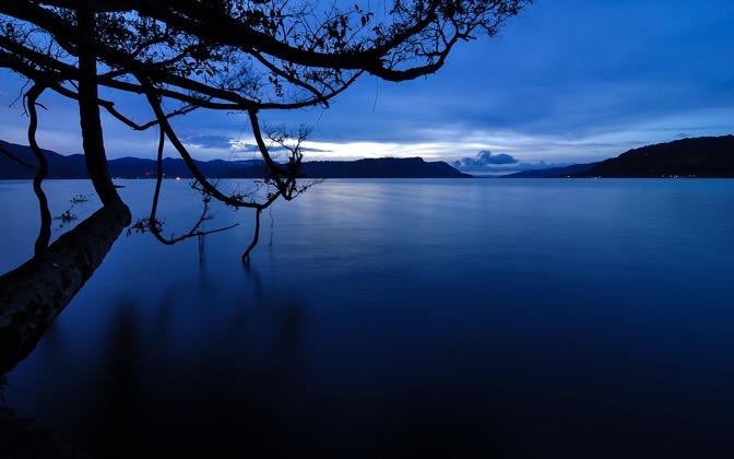 High-resolution desktop wallpaper Dawn on Lake Toba by Daniel Jiang