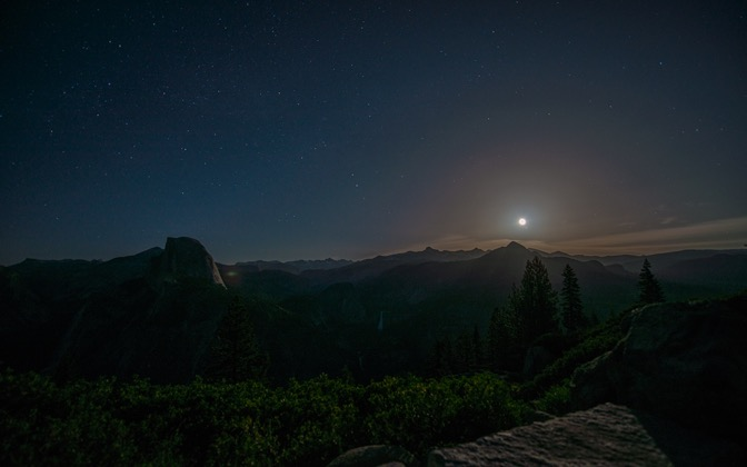 High-resolution desktop wallpaper Moonrise over Yosemite by pkieren