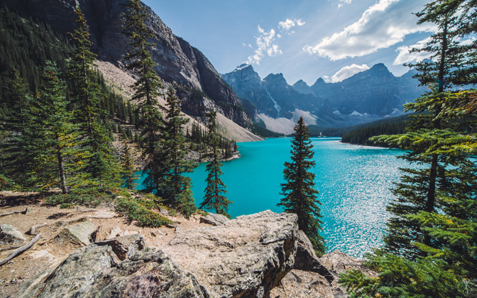 High-resolution desktop wallpaper Sunny day over Moraine Lake by nwphoto
