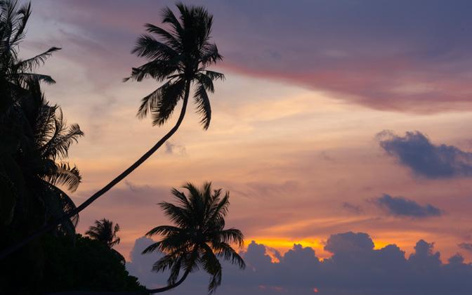 High-resolution desktop wallpaper Maldivian Sunset by Kosta Stoenchev