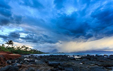 High-resolution desktop wallpaper Storm Over Kahului by jdphotopdx
