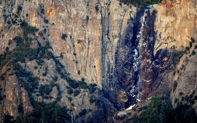 High-resolution desktop wallpaper Bridalveil Trickles by jdphotopdx