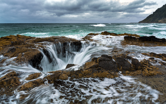High-resolution desktop wallpaper Thor's Well by Robert Bynum
