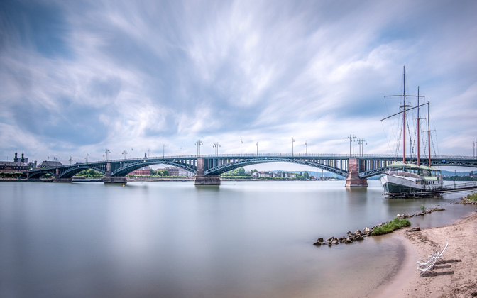 High-resolution desktop wallpaper Theodor-Heuss-Bridge by RawShooter