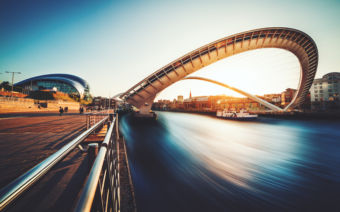 High-resolution desktop wallpaper Millenium Bridge by dandanielvasile
