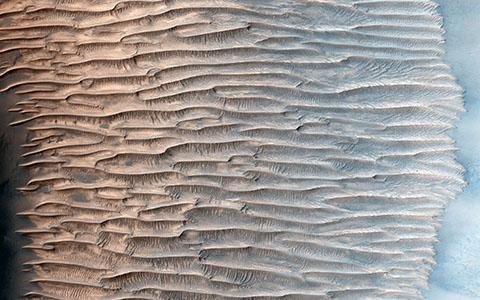 High-resolution desktop wallpaper Feathery Ridges by NASA/JPL-Caltech/Univ. of Arizona