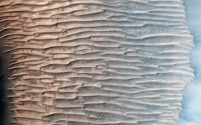 High-resolution desktop wallpaper Feathery Ridges by NASA/JPL-Caltech/Univ. of Arizona
