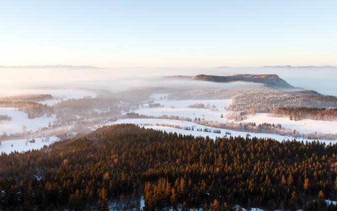 High-resolution desktop wallpaper Land of mists by itekiti