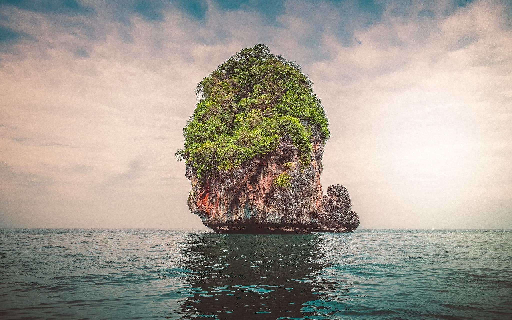 Lonely Island  E